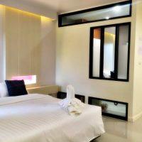 ห้องซูพีเรีย เตียงใหญ่ โรงแรม ณ ทับเที่ยง บูติค รีสอร์ต ตรัง